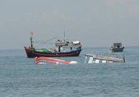 Cứu 19 ngư dân trên ba tàu bị chìm
