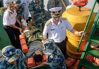 Đưa ngư dân bị nạn ở Trường Sa vào bờ chữa trị