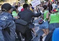 Hai lần đâm người trong cuộc diễu hành người đồng tính
