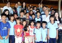 Nhiều tấm lòng đến với trẻ em Dốc Dù