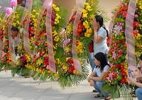 Cấm tặng lẵng hoa, ngăn lãng phí