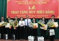 Sáu thẩm phán được trao tặng huy hiệu 30 năm tuổi Đảng