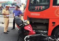 Xe khách gây nạn, tám người bị thương