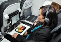 Ai ngờ bàn ăn là nơi bẩn nhất trên máy bay