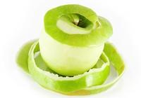 Ăn vỏ táo và cà chua chống già
