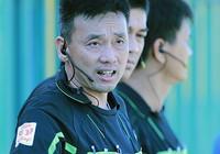 Trọng tài Võ Minh Trí đoạt Còi vàng 2015