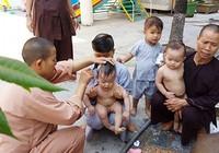 Những đứa trẻ nơi cửa Phật