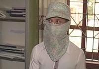 Tạm giữ kẻ cướp giật đóng giả phụ nữ