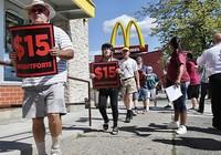 Nghị sĩ Mỹ trải nghiệm sống với mức lương tối thiểu