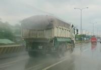 'Hung thần' xe ben lộng hành quốc lộ 1K