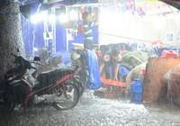 Clip Sài Gòn mưa như trút, gần 500 gian hàng triển lãm 'chết đứng'