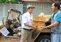 Sắm xe Jeep đi xin quà cho người nghèo