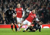 Champions League: Arsenal kề miệng vực