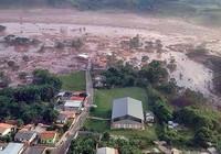 Đập vỡ, 17 người thiệt mạng trong lũ bùn