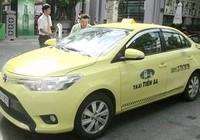 Taxi mâu thuẫn, dân nhậu tự lo đường về