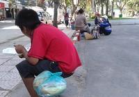 Những đứa trẻ lay lất ngoài đường