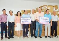 Tặng dụng cụ vật tư y tế cho Vĩnh Long, Đồng Tháp