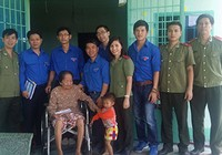 Khám bệnh và tặng quà các bà mẹ Việt Nam anh hùng