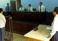 Luật sư ngồi ngang hàng với VKS
