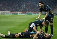 Champions League: Giroud giúp Arsenal có cuộc đào thoát vĩ đại