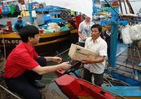 Tặng thiết bị thông tin cho ngư dân 24 tỉnh, thành ven biển