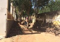 Tường rào trụ sở ép đường dân sinh