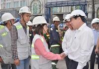 Chủ tịch UBND TP.HCM chúc tết công nhân tuyến đường sắt đô thị số 1