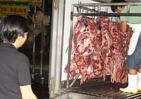 Siết chặt vệ sinh xe chở thịt heo, gà…
