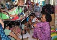 'Phải mua ghế ngồi và quạt mát cho người bệnh'