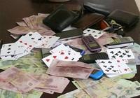 Trưởng công an xã đánh bạc chỉ bị đề nghị phạt tiền