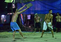 Đi xem bóng chuyền 'đầu - cánh - cổ' ở Sài Gòn