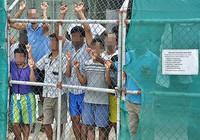 Úc và Áo tiếp tục đối xử cứng rắn với người di cư