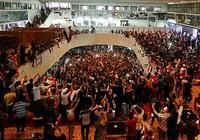 Hàng ngàn người nhảy múa trong tòa nhà Quốc hội Iraq