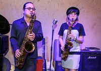 Trần Mạnh Tuấn và con gái trình diễn tại liên hoan nhạc jazz