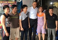 Tổng thống Obama ghé quán trà đá trên đường ra sân bay