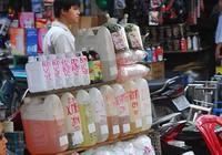 Chỉ TP.HCM siết mua bán hóa chất: Không ăn thua!