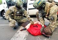Khủng bố tấn công Euro 2016 hay tên buôn súng?