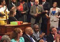 Mỹ: Nghị sĩ đảng Dân chủ biểu tình ngồi lì đòi sửa luật sử dụng súng