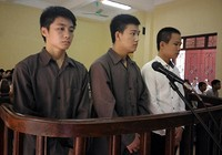 Phạt tù 3 kẻ 'chém nhà báo cho bõ tức'