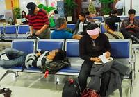 Nhiều khách đi máy bay hành xử như... đi tàu chợ!