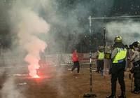 Hàng ngàn cổ động viên Indonesia tham gia bạo loạn sân cỏ