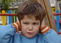 Tiếng ồn làm trẻ chậm nói