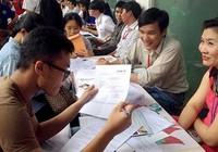 Chen chân nộp hồ sơ xét tuyển đại học