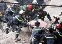Sập nhà bốn tầng, hai người chết