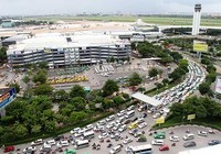 Cửa ngõ sân bay Tân Sơn Nhất kẹt cứng từ trong ra ngoài