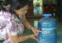 Kiện vì đau bụng do uống nước bẩn