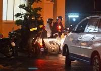 Cả chục cảnh sát bị thương khi bắt nghi phạm