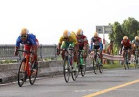 Giải Xe đạp ĐBSCL: Nguyễn Thành Tâm áo vàng, Lê Văn Duẩn áo xanh