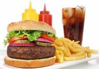 Ăn thức ăn nhanh khi mang bầu, con có thể bị tăng động