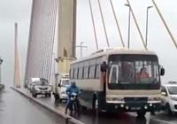 Chủ tịch nước gửi thư khen cán bộ che gió cho dân qua cầu